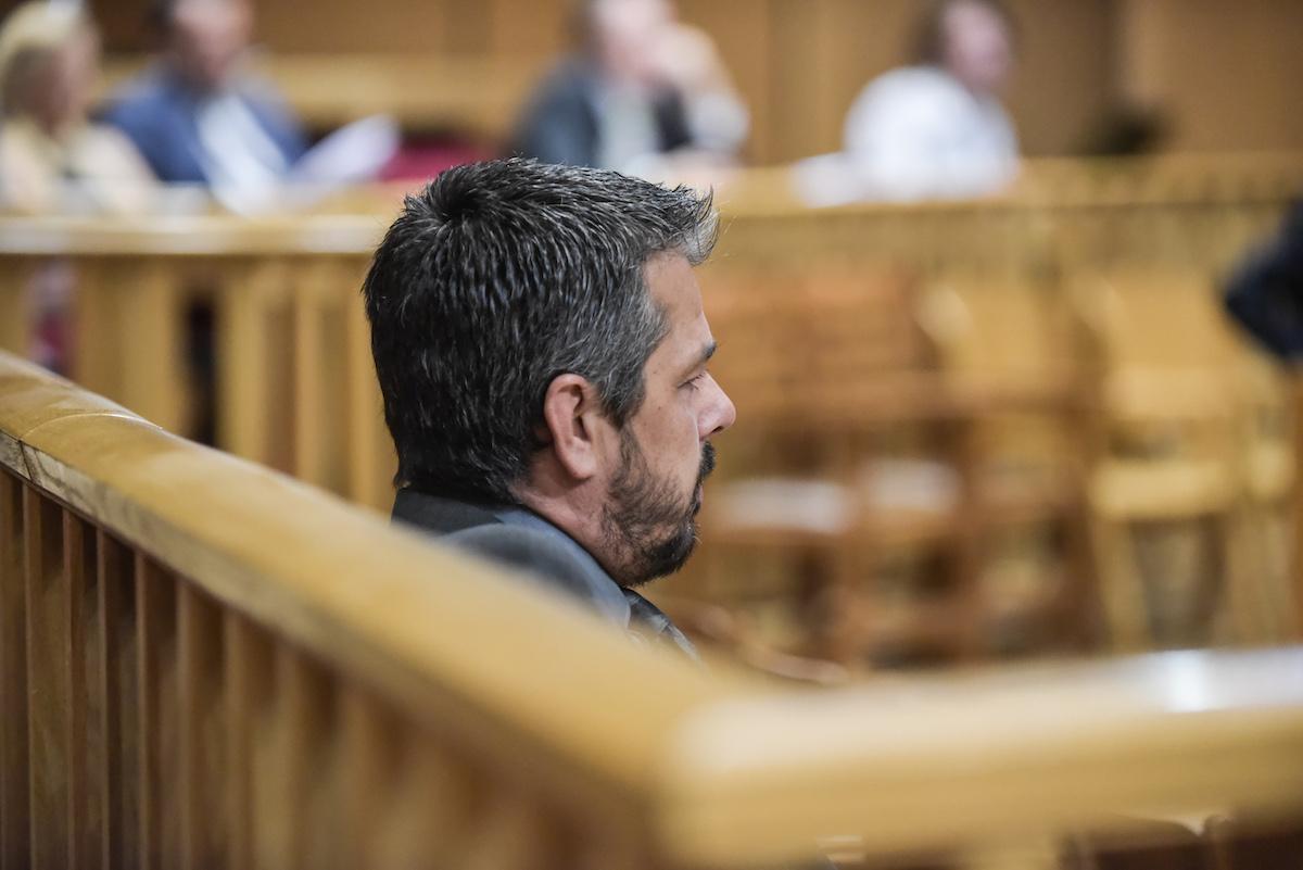 Έναρξη της δίκης της Χρυσής Αυγής, με την εξέταση ως μαρτυρα του δημάρχου Κορίνθου Αλέξανδρου Πνευμαικού, παρουσία του πρώην βουλευτή της Χ.Α. Στάθη Μπούκουρα.