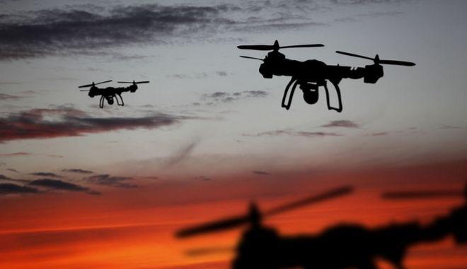 Drones σε ηλιοβασίλεμα
