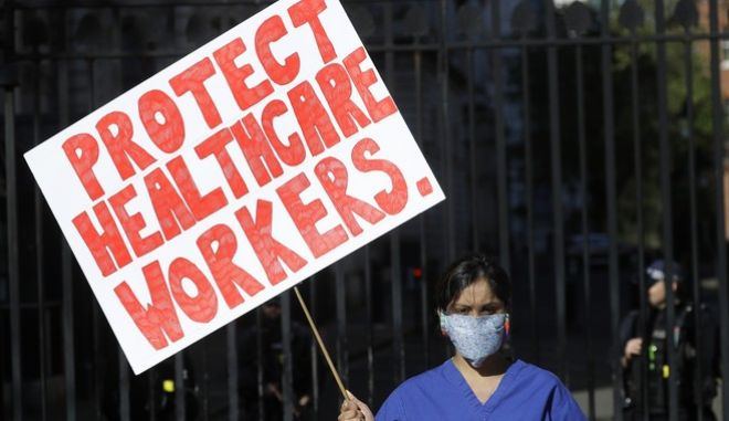 Κορονοϊός στη Βρετανία - Διαμαρτυρία για την προστασία των ανθρώπων που δουλεύουν στο σύστημα υγείας.