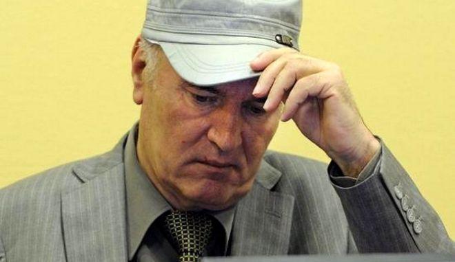 Πέπλο μυστηρίου καλύπτει το θάνατο ιατροδικαστή που θα κατέθετε στη δίκη του Μλάντιτς