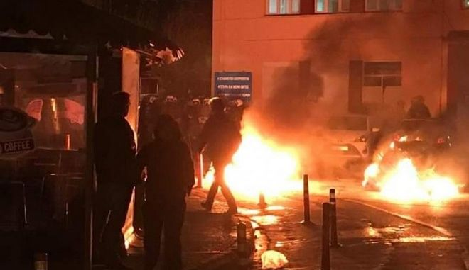 Μεταναστευτικό: Νύχτα έντασης σε Μυτιλήνη, Χίο- Εκτεταμμένα επεισόδια στα λιμάνια