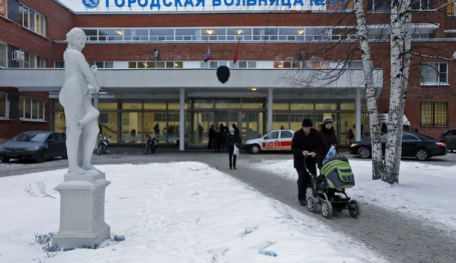 People walk at City Hospital No. 31 in St. Petersburg, Russia, Wednesday, Jan. 23, 2013. Russian officials on Wednesday backed off on a plan to shut a clinic specialized in treating children with cancer in order to turn it into a medical center for the nation's top judges, marking a rare occasion when authorities seemed to bow to public pressure. The authorities intention to turn City Hospital No. 31 into a clinic that would exclusively serve judges of Russia's top courts, which are being relocated to St.Petersburg from Moscow, has caused a strong public dismay. (AP Photo/Dmitry Lovetsky)