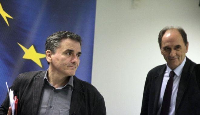 Ο Υπουργός Οικονομίας, Ανάπτυξης και Τουρισμού, Γιώργος Σταθάκης και ο Υπουργός Οικονομικών, Ευκλείδης Τσακαλώτος, στην κοινή συνέντευξη Τύπου την Τρίτη 17 Νοεμβρίου 2015. (EUROKINISSI/ΓΙΩΡΓΟΣ ΚΟΝΤΑΡΙΝΗΣ)