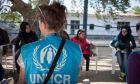 Πόσα μετρητά λαμβάνουν οι πρόσφυγες τον μήνα. Πώς ελέγχονται τα ποσά της Ύπατης Αρμοστείας