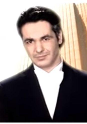 Ο τελευταίος ηθοποιός που ανέλαβε τον ρόλο του Αλέξη Δράκου, ως το τελευταίο επεισόδιο της σειράς τον Ιούλιο του 2005