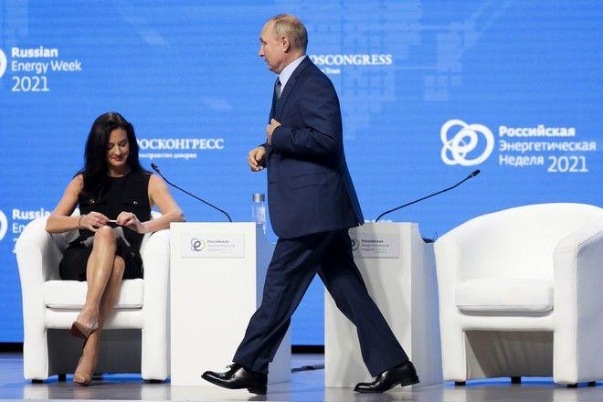 Ο Ρώσος πρόεδρος Βλαντιμίρ Πούτιν και η δημοσιογράφος τουCNBC, Χέντλεϊ Γκαμπλ