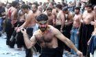 """Βίντεο-Σοκ: Σιίτες αυτομαστιγώθηκαν για να γιορτάσουν την """"Ασούρα"""" στον Πειραιά"""