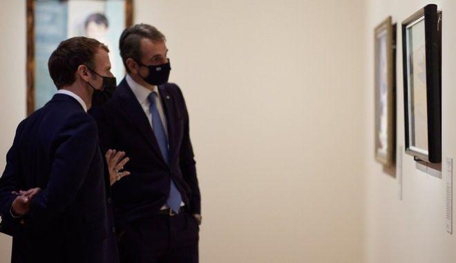 Μητσοτάκης και Μακρόν στα εγκαίνια της έκθεσης για τον εορτασμό των 200 χρόνων από την έναρξη της Ελληνικής Επανάστασης