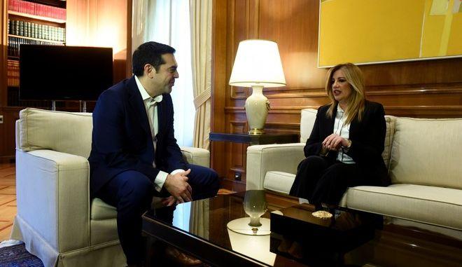 Στιγμιότυπο από την συνάντηση του Πρωθυπουργου Αλέξη Τσίπρα με την πρόεδρο του ΠΑΣΟΚ καοι επικεφαλής της Δημοκρατικής συμπαραταξης Φώφη Γεννηματα,προκειμένου να την ενημερώσει για τις επαφές του στο Νταβός, Σάββατο 27 Ιανουαρίου 2018 (EUROKINISSI/ΤΑΤΙΑΝΑ ΜΠΟΛΑΡΗ)