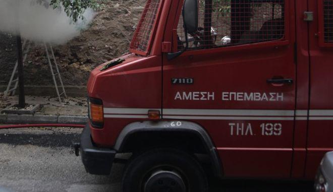 Πυροσβεστικό όχημα την ώρα της κατάσβεσης (Φωτό Αρχείου)