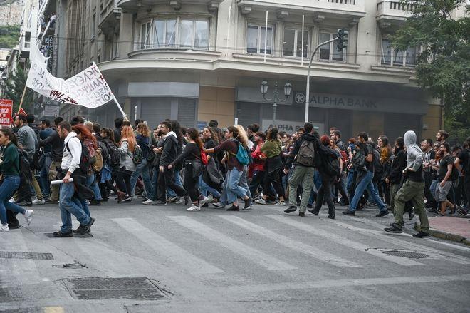 Ένταση επικράτησε στο μαθητικό συλλαλητήριο στο Σύνταγμα