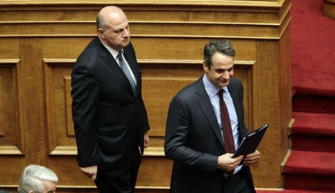 Αιχμές Μητσοτάκη για κυβερνητικούς 'παλικαρισμούς' και 'τυχοδιωκτισμούς' στο εξωτερικό