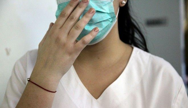 Χειρουργική μάσκα.