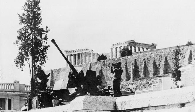 Αντιαεροπορικός οπλισμός των Γερμανών στην Ακρόπολη, κατά τη διάρκεια της γερμανικής κατοχής το 1941