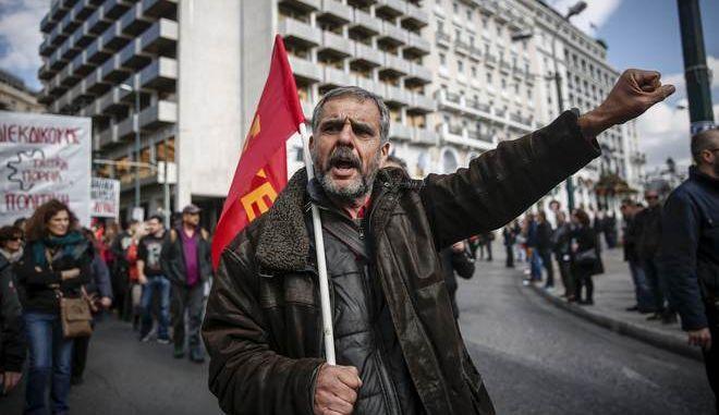 Απεργιακή συγκέντρωση και πορεία από ΓΣΕΕ και ΑΔΕΔΥ την Πέμπτη 14 Δεκεμβρίου 2017. (EUROKINISSI/ΣΤΕΛΙΟΣ ΜΙΣΙΝΑΣ)
