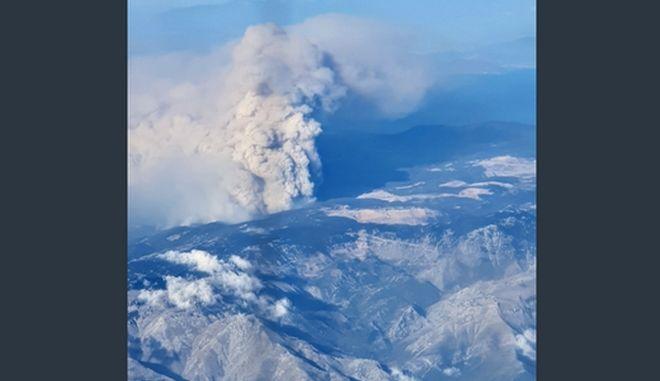 Συγκλονιστική φωτογραφία: Η φωτιά στην Εύβοια από τα 18.000 πόδια