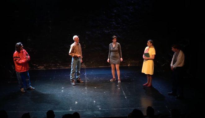 «Ο Θίασος ταξιδεύει για μια… Πετρόσουπα» με τη θεατρική ομάδα αστέγων Walkabout