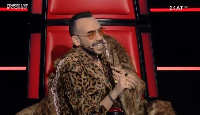 The Voice: Η εξαντρίκ εμφάνιση Μουζουράκη στον τελικό