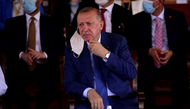 Ο Ρετζέπ Ταγίπ Ερντογάν κατά τη διάρκεια επίσκεψής του στο ψευδοκράτος