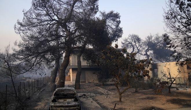 Φωτιά στην Βαρυμπόμπη: 80 καμένα σπίτια - Στάχτη πάνω από 30.000 στρέματα δάσους