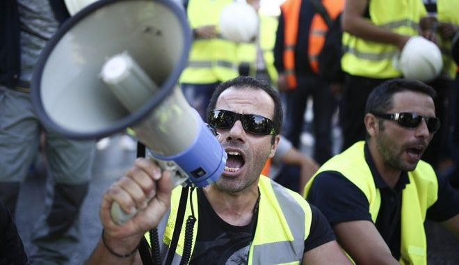 Hellas Gold workers protest outside of the Ministry of Reconstruction of Production, Environment and Energy in Athens, on Sept.21, 2017 /     Hellas Gold    ,  ,  21 , 2017