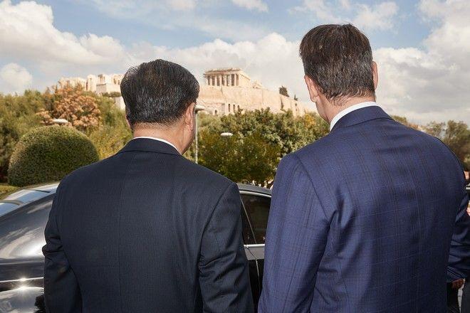 Γεύμα προς τιμήν του Προέδρου της Λαϊκής Δημοκρατίας της Κίνας Σι Τζινπίνγκ, στο πλαίσιο του επίσημου προγράμματος της επίσκεψής του στην Αθήνα από τον Πρωθυπουργό Κυριάκο Μητσοτάκη στο εστιατόριο Διόνυσος