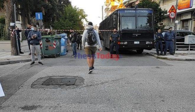 ΕΠΑΛ Σταυρούπολης και Ευόσμου: Περικυκλωμένα από κλούβες και ΜΑΤ τα σχολεία