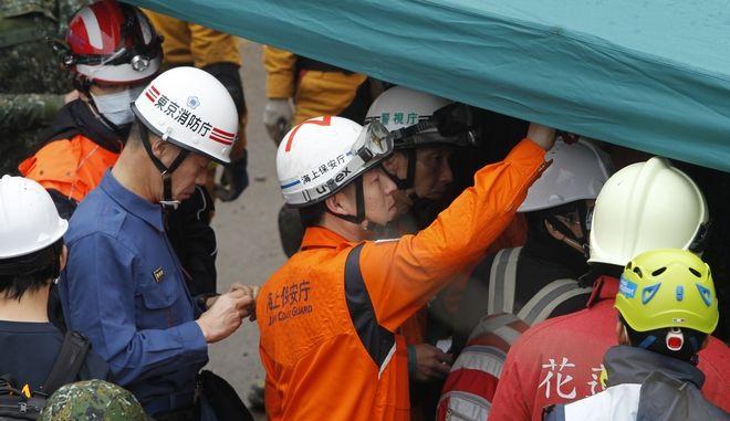 Κλιμάκια διασωστών στην Ιαπωνία