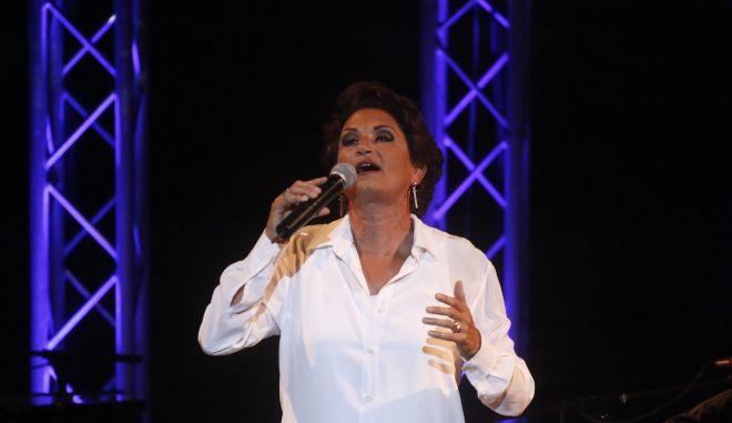 Τα αληθινά επώνυμα 5 διάσημων Ελλήνων τραγουδιστών