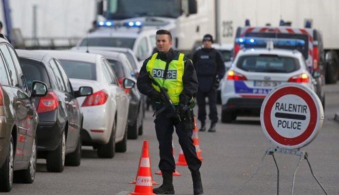 Οι αρχές εμπόδισαν 10.000 ανθρώπους να εισέλθουν στη γαλλική επικράτεια
