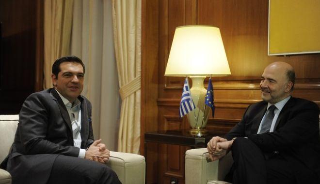 ΑΘΗΝΑ-Συνάντηση του πρωθυπουργού Αλέξη Τσίπρα με τον Ευρωπαίο επίτροπο για Οικονομικές και Νομισματικές Υποθέσεις, Πιερ Μοσκοβισί, στο Μέγαρο Μαξίμου,28/11/2016.(Eurokinissi-ΜΠΟΛΑΡΗ ΤΑΤΙΑΝΑ)
