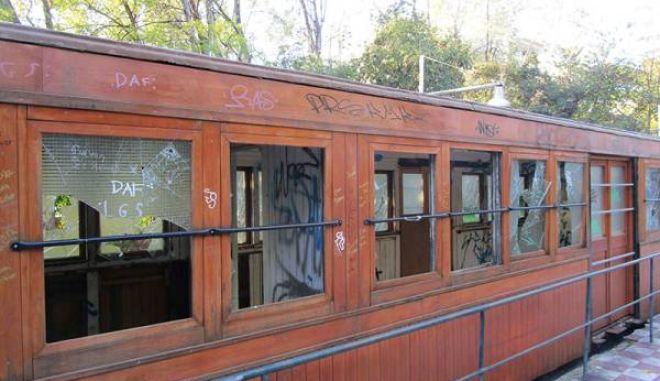 Βάνδαλοι στο Πάρκο Σιδηροδρόμων Καλαμάτας