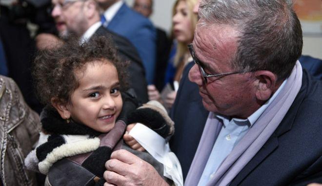Εκδήλωση για την πρώτη μετεγκατάσταση προσφύγων από τη χώρα μας προς το Λουξεμβούργο την Τετάρτη 4 Νοεμβρίου 2015. Η εκδήλωση πραγματοποιήθηκε παρουσία του Έλληνα πρωθυπουργού Αλέξη Τσίπρα, του προέδρου του Ευρωπαϊκού Κοινοβουλίου Μάρτιν Σουλτς,  του υπουργού Εξωτερικών του Λουξεμβούργου Γιαν Άσελμπορν, του αναπληρωτή υπουργού για θέματα Μεταναστευτικής Πολιτικής Γιάννη Μουζάλα, καθώς και του Έλληνα Επιτρόπου Δημήτρη Αβραμόπουλου.
