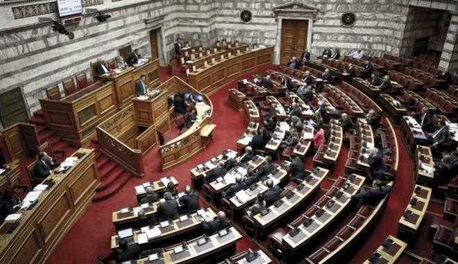 """Μόνη συζήτηση και ψήφιση επί της αρχής, των άρθρων και του συνόλου του σχεδίου νόμου: """"Ρυθμίσεις για την εφαρμογή των διαρθρωτικών μεταρρυθμίσεων του Προγράμματος Οικονομικής Προσαρμογής και άλλες διατάξεις"""", την Παρασκευή 12 Ιανουαρίου 2018. (EUROKINISSI/ΓΙΩΡΓΟΣ ΚΟΝΤΑΡΙΝΗΣ)"""