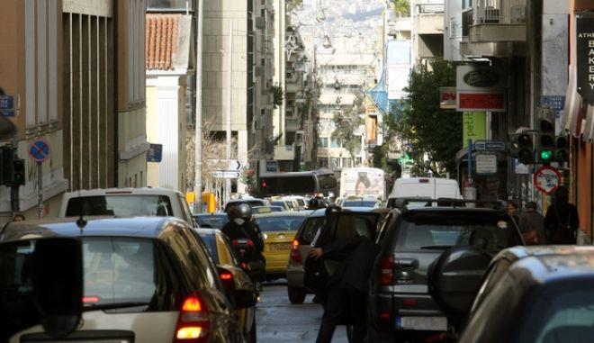 Λόγω της συνεχισόμενης απεργίας του μετρό,αυξημένη η κίνηση των αυτοκινήτων στους δρόμους,καθώς και των επιβατών που περιμένουν να εξυπηρετηθούν από τα λεωφορεία και τα τρόλεϋ,Τετάρτη 23 Ιανουαρίου 2013 (EUROKINISSI / ΤΑΤΙΑΝΑ ΜΠΟΛΑΡΗ)