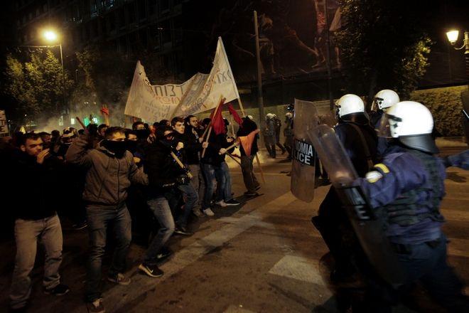 Πορεία διαμαρτυρίας αριστερών οργανώσεων και συλλογικοτήτων κατά της επίσκεψης της Γερμανίδας καγκελαρίου Άνγκελα Μέρκελ στην Αθήνα