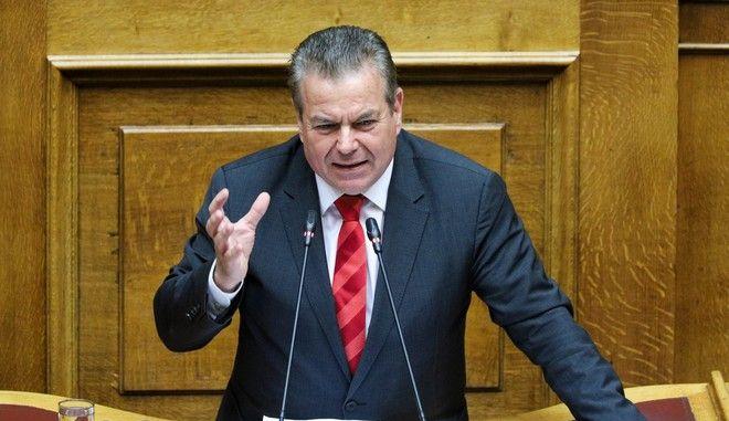 Ο υφυπουργός Εργασίας Τάσος Πετρόπουλος στη Βουλή