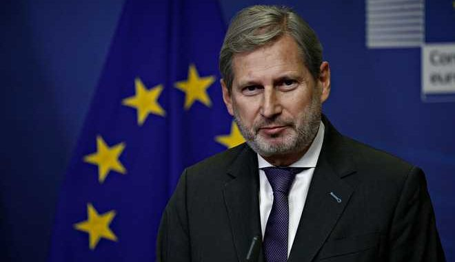 Prime minister of FYROM Zoran Zaev, Commissioner for European Neighbourhood Policy & Enlargement Negotiations Johannes Hahn  and European Commission President Jean-Claude Juncker hold a press conference after their meeting at the EU Commission headquarters in Brussels, Belgium on Dec. 6, 2017 /        ,            -         6 , 2017.