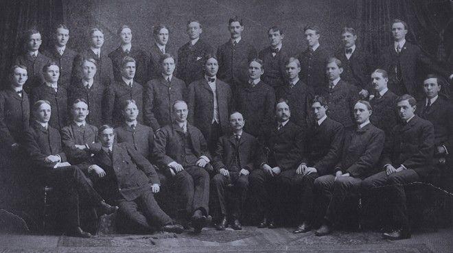 Oι μηχανικοί της Buffalo Forge Company. Ο Κάριερ είναι στην κάτω σειρά, τρίτος από τα δεξιά.