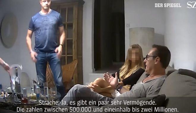 Σάλος με βίντεο στην Αυστρία: Ο αντικαγκελάριος έταζε δημόσιες συμβάσεις για πολιτική στήριξη