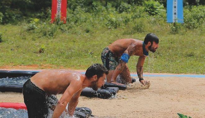 Φιάσκο στο Survivor: Άλλαξαν παραλία στους Μαχητές γιατί 'έκλεβαν' φαγητό