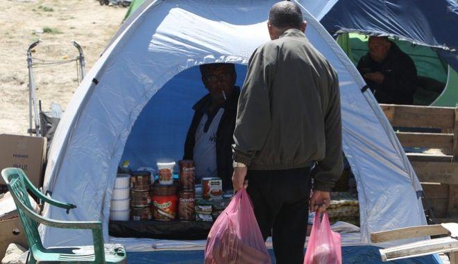 Στιγμιότυπο από καταυλισμό των προσφύγων στην Ειδομένη στα σύνορα με την ΠΓΔΜ την Τρίτη 12 Απριλίου 2016. (MOTIONTEAM/ΒΑΣΙΛΗΣ ΒΕΡΒΕΡΙΔΗΣ)