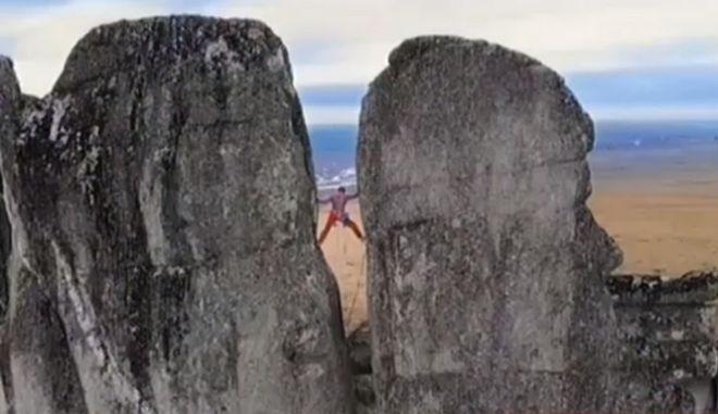 """""""Κόβει την ανάσα"""" η αναρρίχηση στους Πύργους Sundrun της Σιβηρίας"""