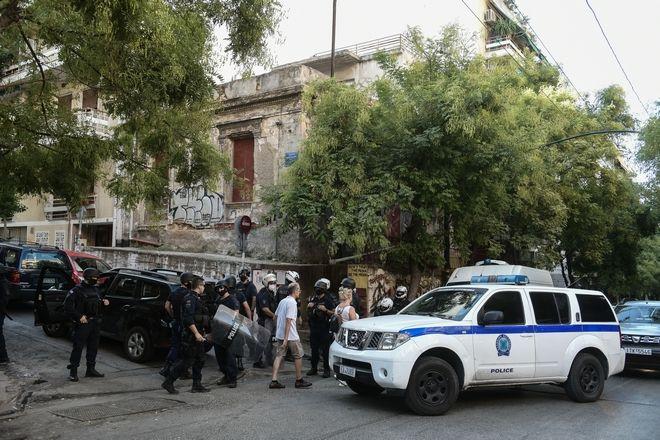 Αστυνομική επιχείρηση για την εκκένωση κατάληψης στην οδό Φιλολάου 99 στο Παγκράτι το πρωί της Παρασκευής 25 Σεπτεμβρίου 2020, μετά από μήνυση του ιδιοκτήτη. Το εν λόγω κτίριο τελούσε υπό κατάληψη από το 2016. (EUROKINISSI/ΤΑΤΙΑΝΑ ΜΠΟΛΑΡΗ)