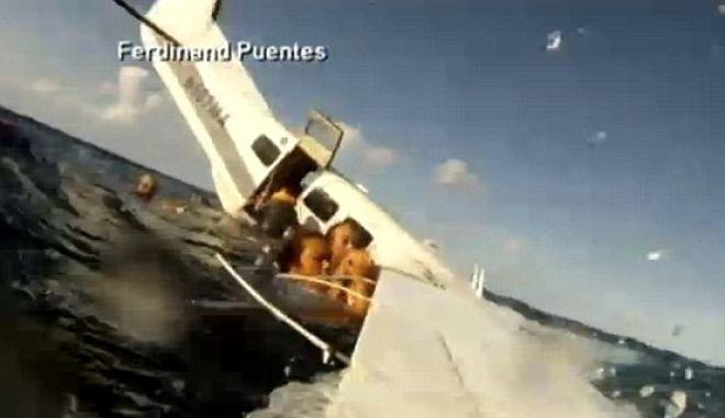 Βίντεο ντοκουμέντο: Πλάνα που κόβουν την ανάσα μέσα από αεροπλάνο που πέφτει