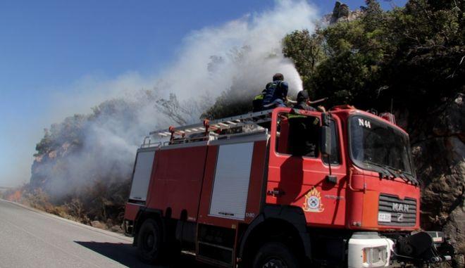 Νέο πύρινο μέτωπο στη Μάνη. Μαίνονται οι φωτιές σε Πάτρα και Μέγαρα