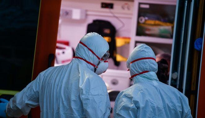 Στιγμιότυπο από νοσοκομείο αναφοράς για κορονοϊό
