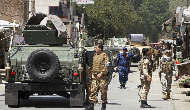 Τρεις στρατιώτες του ΝΑΤΟ σκοτώθηκαν σε επίθεση αυτοκτονίας