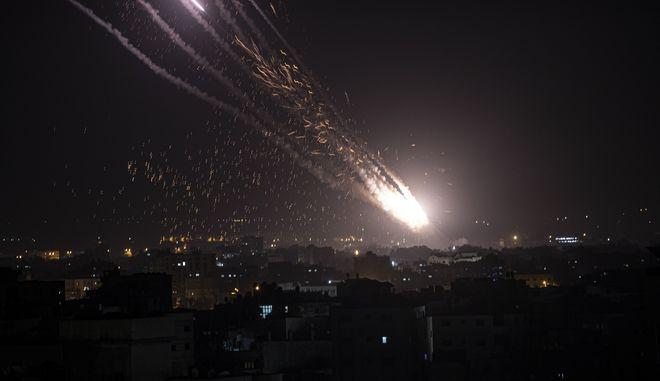 Εκτοξεύσεις δεκάδων ρουκετών από τη Λωρίδα της Γάζας εναντίον του Ισραήλ και πολύνεκρα πλήγματα του εβραϊκού κράτους εναντίον της Χαμάς
