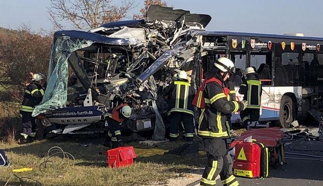 Σύγκρουση δύο σχολικών λεωφορείων στη Γερμανία
